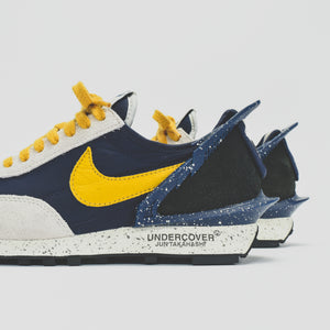 Nike x Undercover WMNS Daybreak - Obsidian / Gold Dart / Sail Image 5