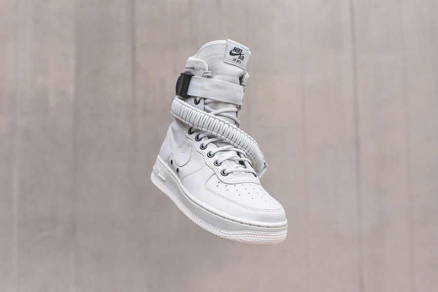 Nike WMNS SF-AF1 - Light Bone / Sail