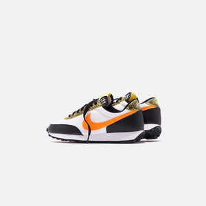 Nike WMNS Daybreak QS - Black / Dynamic Yellow / White / Total Orange