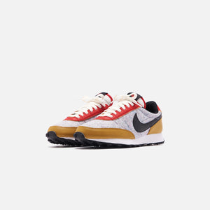 Nike WMNS Daybreak QS - Gold Suede / Black / University Red / Sail