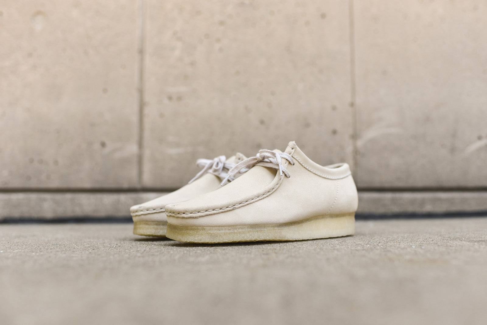 Clarks Wallabee Low - Off-White