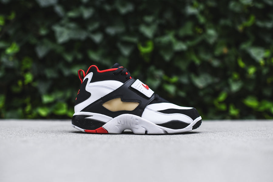 Nike Air Diamond Turf - White / Black