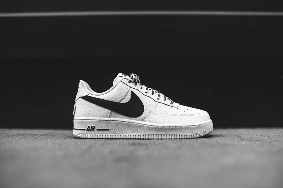 Nike x NBA Air Force 1 LV8 - White / Black