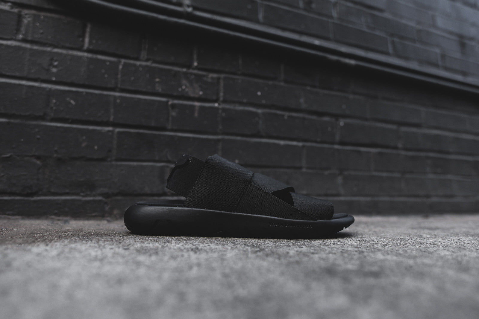 Y-3 Qasa Sandal - Triple Black