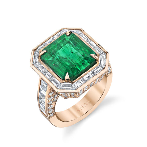 SQUARE EMERALD WITH 2 DIAMOND WALLS