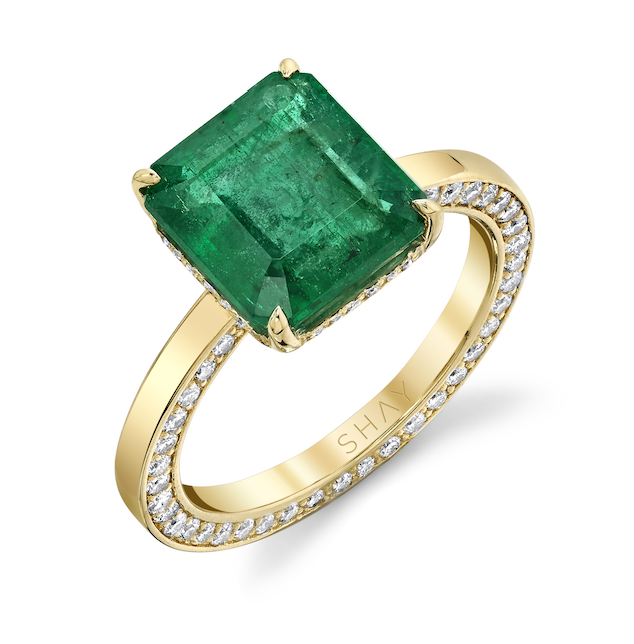 SQUARE EMERALD WITH 2 DIAMOND WALLS RING