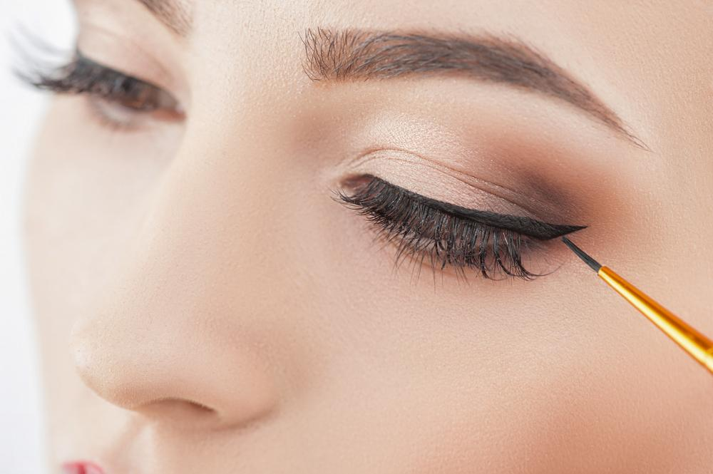 Can you wear makeup with eyelash extensions?