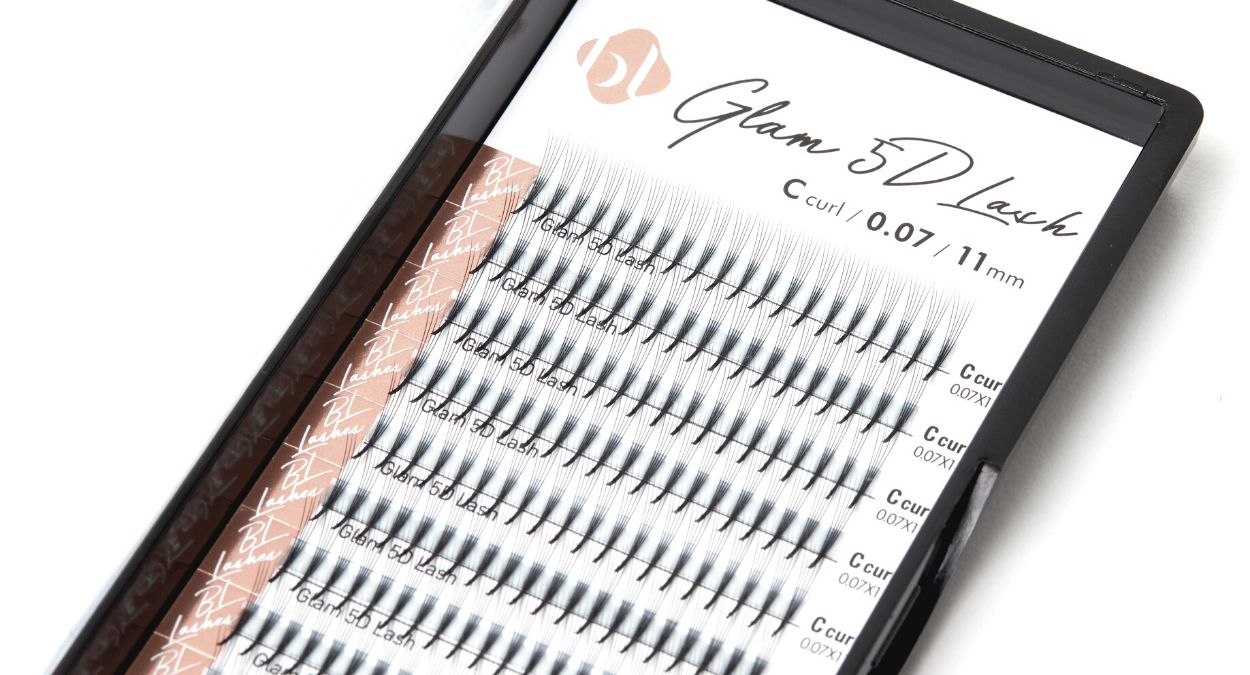 Premade eyelash extension fans by BL Blink Lashes - Eyelash extension supplies