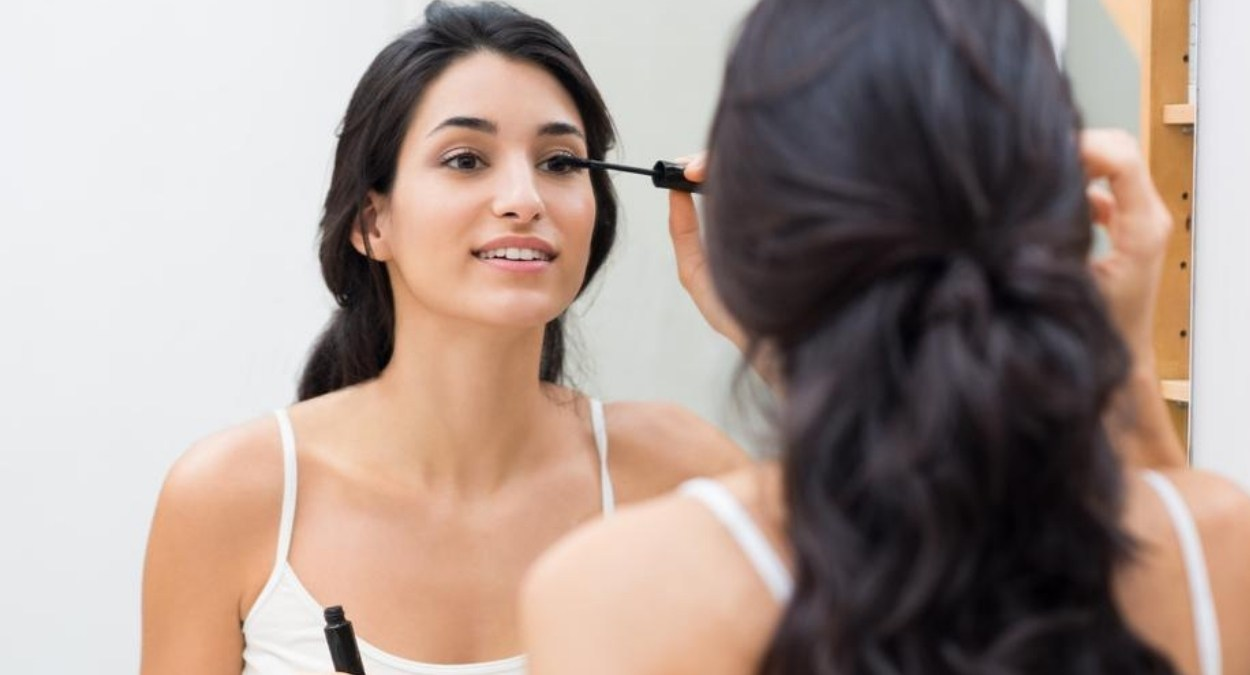 Q&A: Can I wear makeup with eyelash extensions?