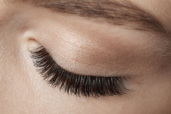 Eyelash extension primer for longer lasting lashes