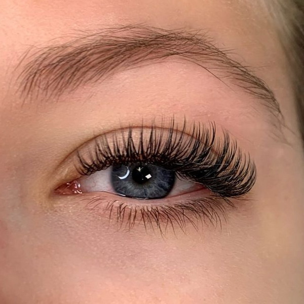 wet look lashes - eyelash extension trend