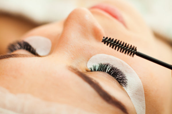 How to Combat Allergy to Eyelash Extension - removal