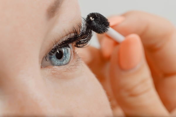 how to combat allergy to eyelash extension glue