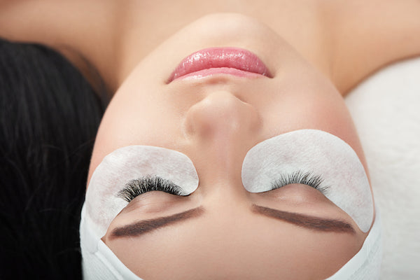 how to remove eyelash extensions at home - DIY methods with eyelash extension remover