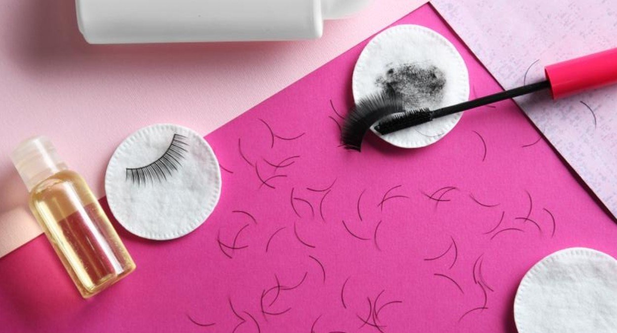 How to choose Eyelash Extension friendly makeup