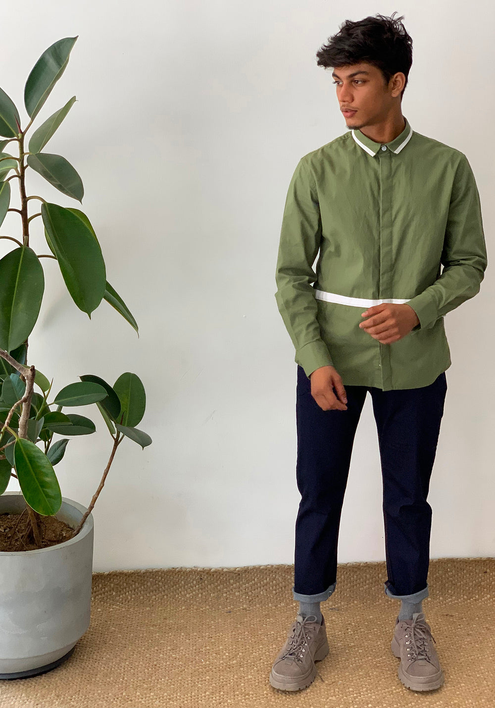 LONG SLEEVED COLOR BLOCKED SHIRT -OLIVE GREEN