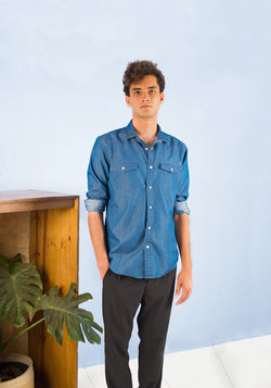 LONG SLEEVED CHAMBRAY SHIRT WITH CHEST POCKETS