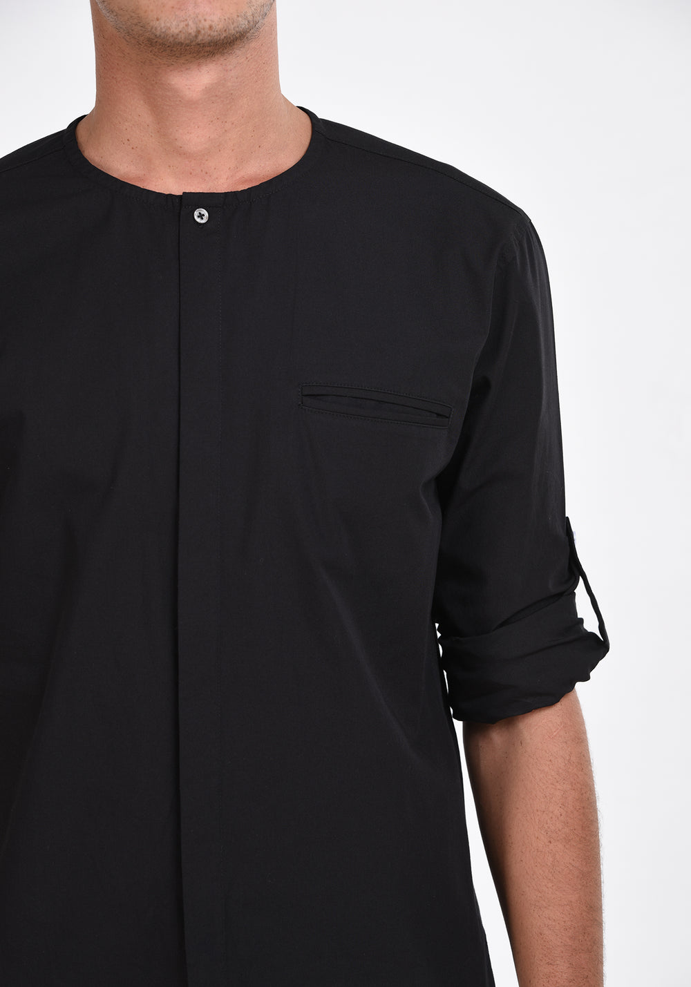 LONG SLEEVED SHIRT WITH A ROUND NECKLINE - BLACK