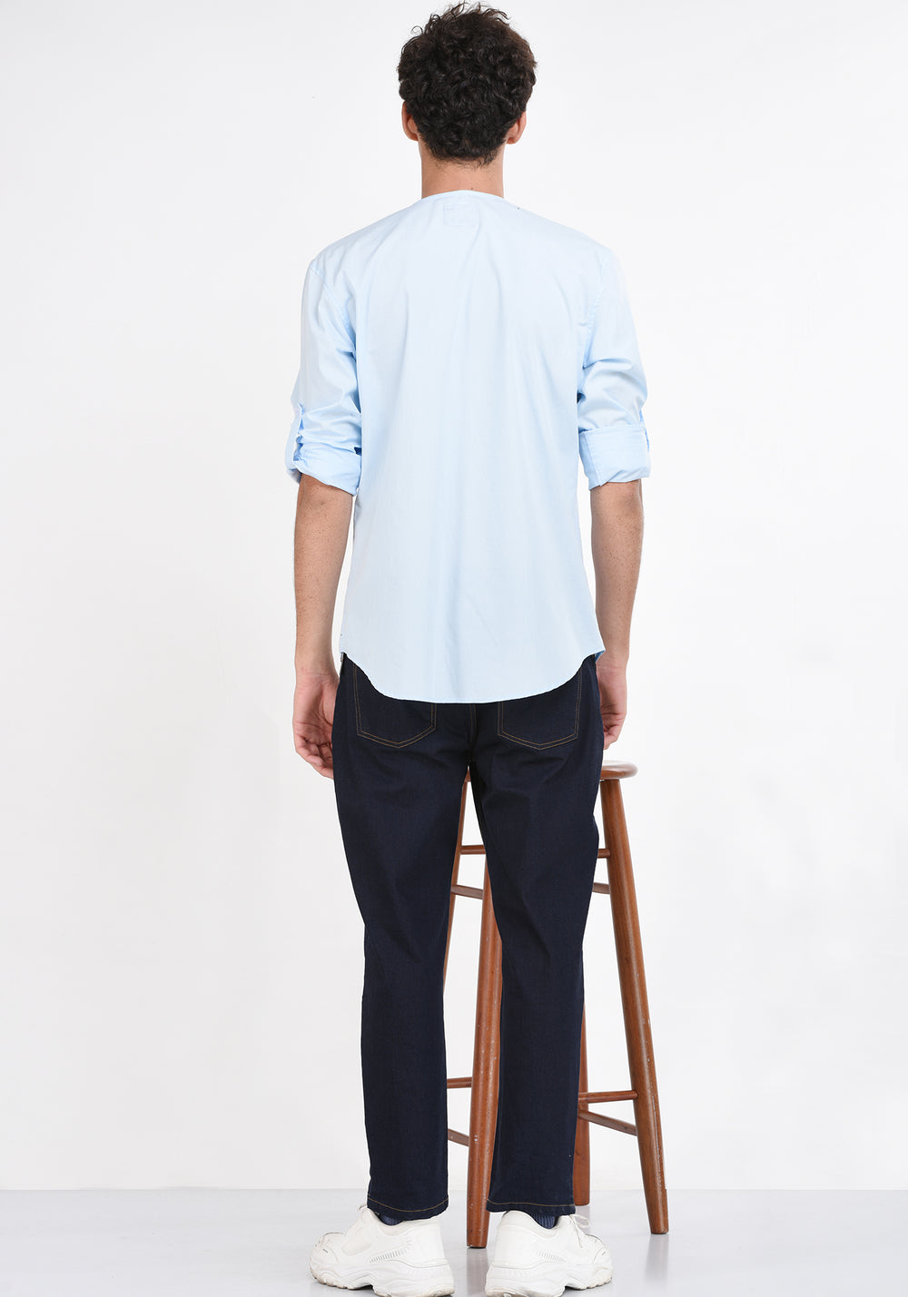 LONG SLEEVED SHIRT WITH A ROUND NECKLINE - LIGHT BLUE