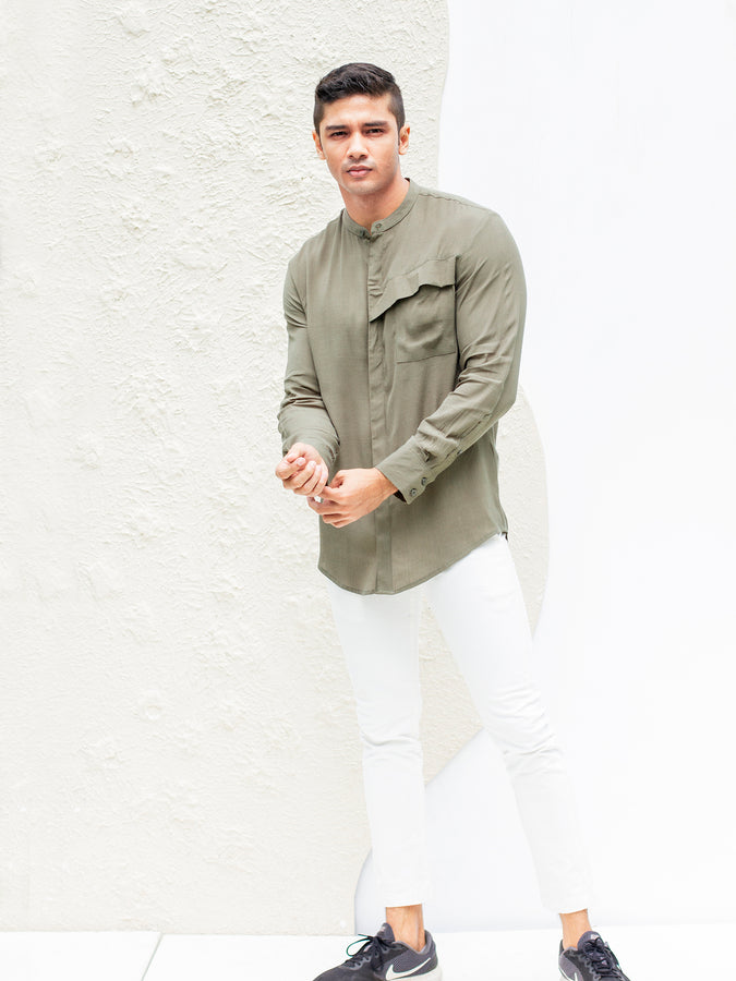 Long sleeved Chinese collar shirt with slant pocket flap detail