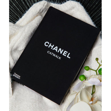 Chanel Catwalk: The Complete Collections (Hardback)