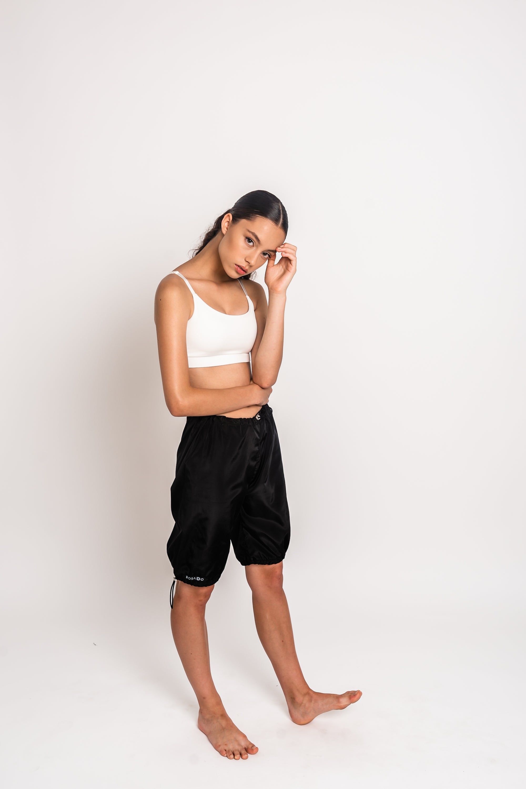 URBAN SWAN COLLECTION | Heat-retaining black shorts