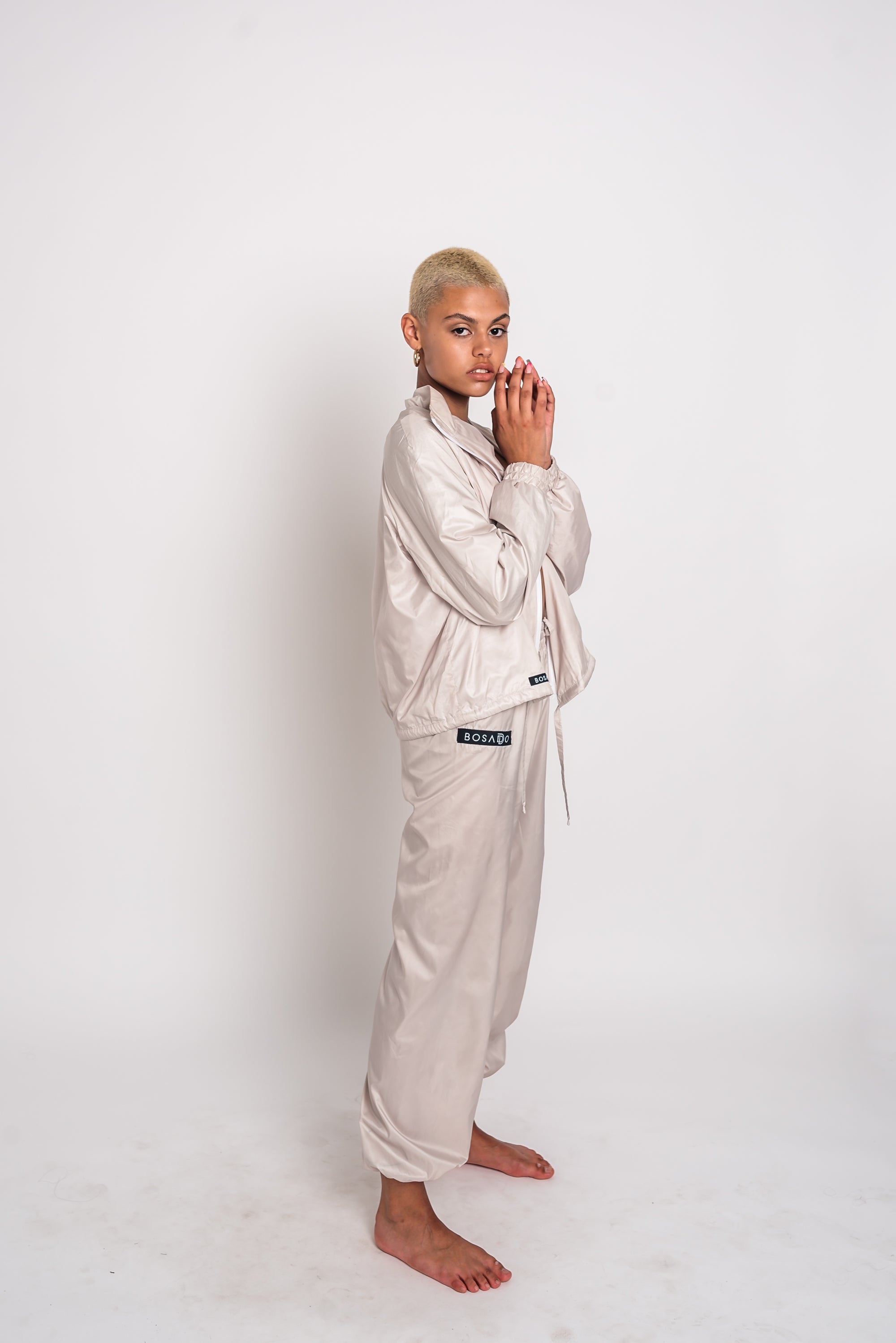 URBAN SWAN COLLECTION | Heat-retaining milk color jacket