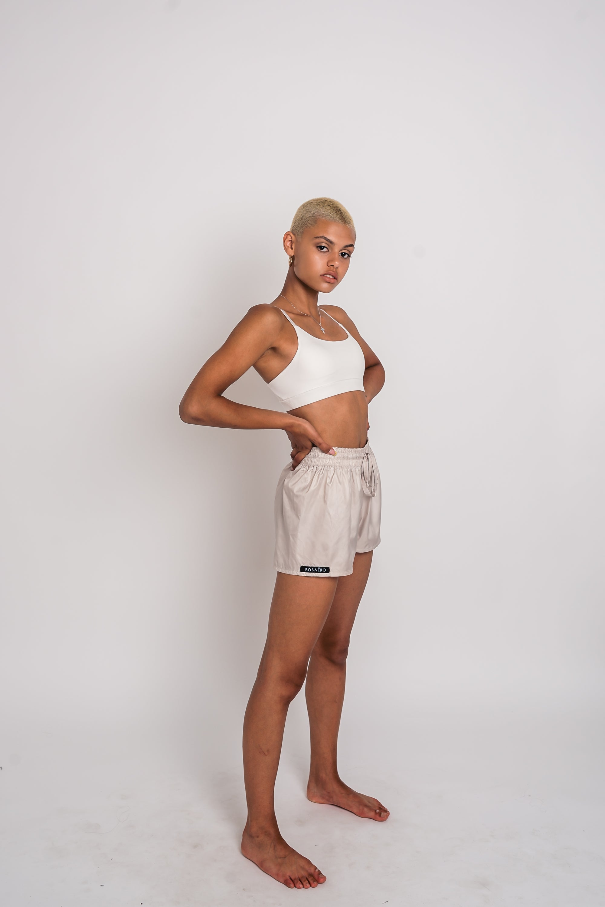 URBAN SWAN COLLECTION | Heat-retaining milk color shorts