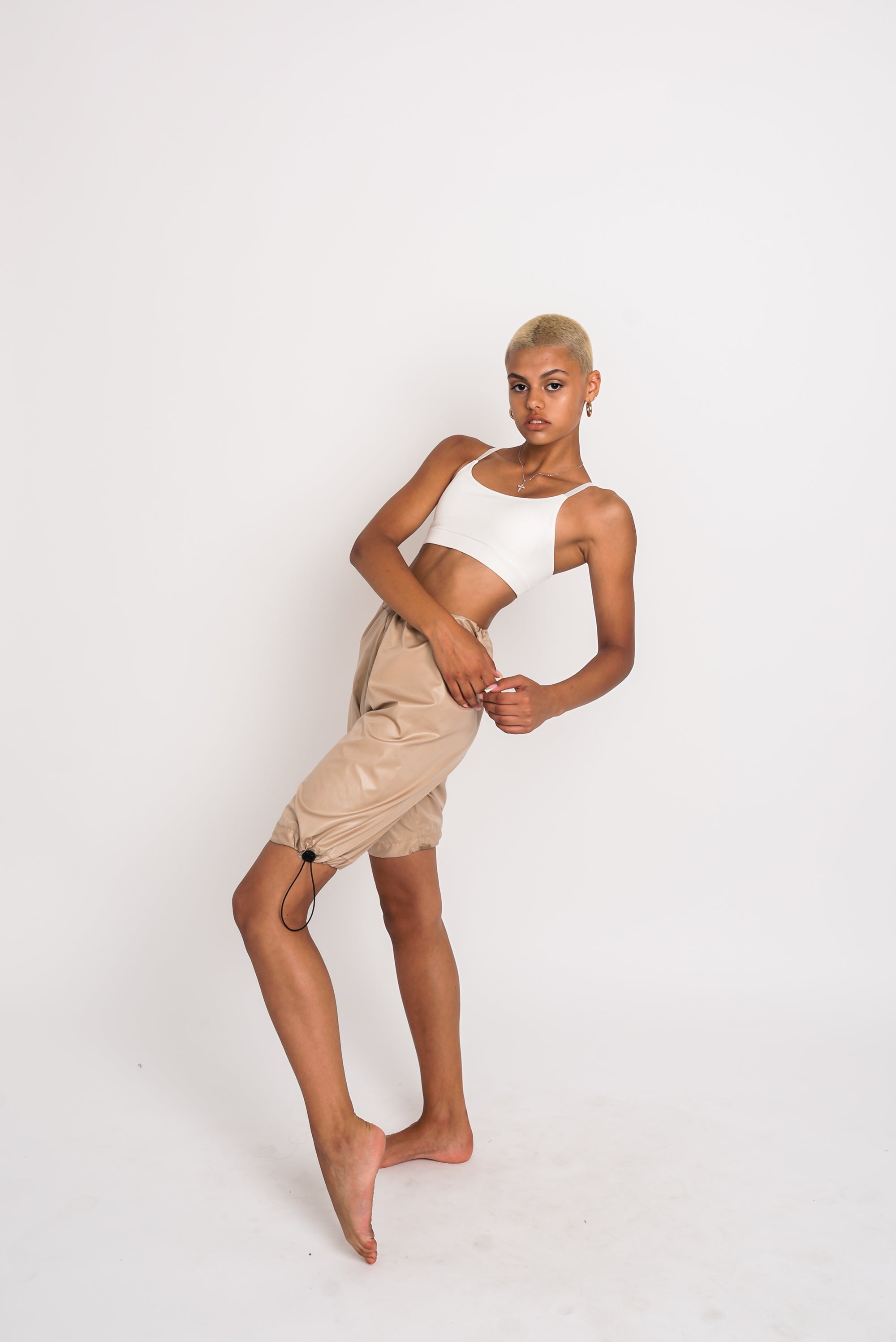 URBAN SWAN COLLECTION | Heat-retaining nude color shorts