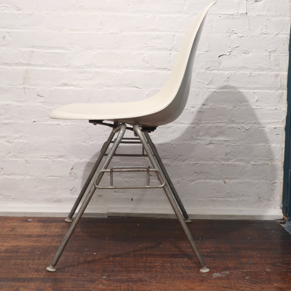 White Eames Stacking Chair for Herman Miller
