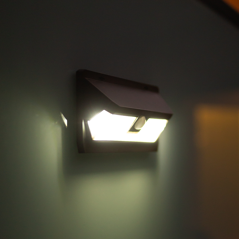 Wide Angle Solar Wall Light with Sensor 62LED