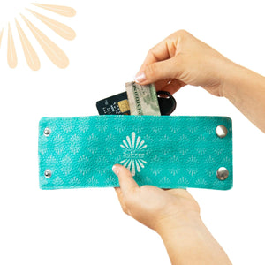 SoFree Wrist Wallet Demonstrates How to insert money and cards