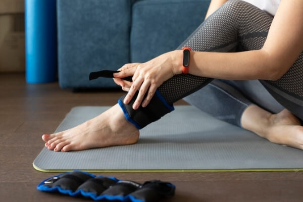 How-to-Wear-Ankle-Weights