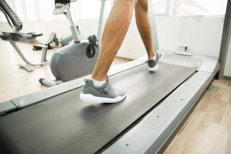 running-on-treadmill-belt