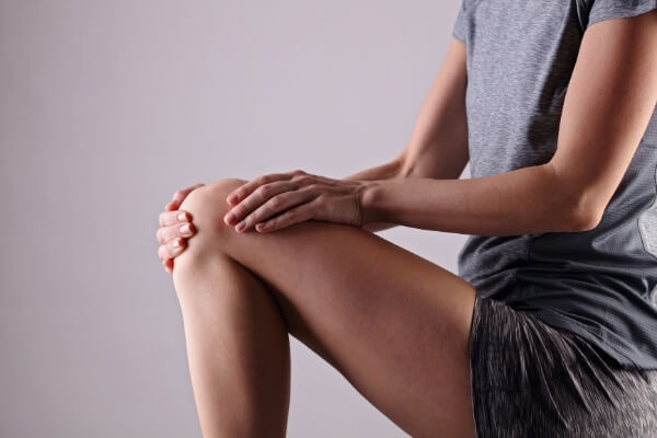 women-with-knee-pain-sport-exercising-injury