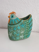 Load image into Gallery viewer, Ingrid's hen - Spring Green Egg Warmer 8410D