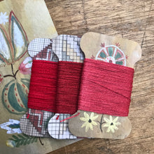Load image into Gallery viewer, Red linen thread card set