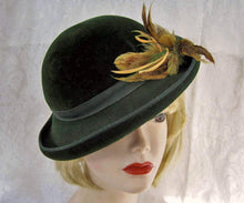 Load image into Gallery viewer, 1940s Tilt Hat Dark Green Velour Tilt Hat 21""