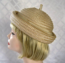 Load image into Gallery viewer, 1950s Beatnik Tan Raffia Hat Voguemont Chicago New York