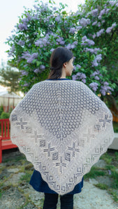 HAAPSALU SHAWL WITH CROWN PATTERN IN OLD PINK