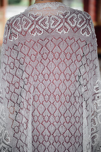 HAAPSALU SHAWL WITH HEART PATTERN IN WHITE