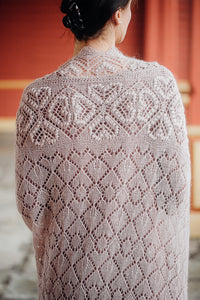 HAAPSALU SHAWL WITH HEART PATTERN IN OLD PINK