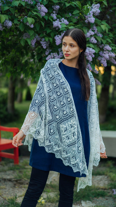 HAAPSALU SHAWL WITH RESORT HALL PATTERN IN WHITE