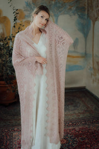 HAAPSALU SHAWL WITH HEART PATTERN IN OLD PINK (EXTRA LARGE)