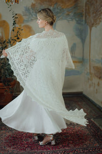HAAPSALU SHAWL WITH HEART PATTERN IN WHITE (EXTRA LARGE)