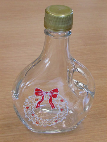 250 ml La Basqu Bottle w/Christmas Wreath