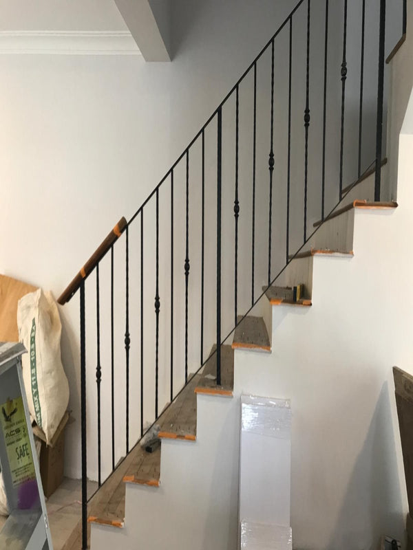 SR004 - Vertical Straight-Cut Bar Staircase Railings - Metal and Aluminium Fabrication