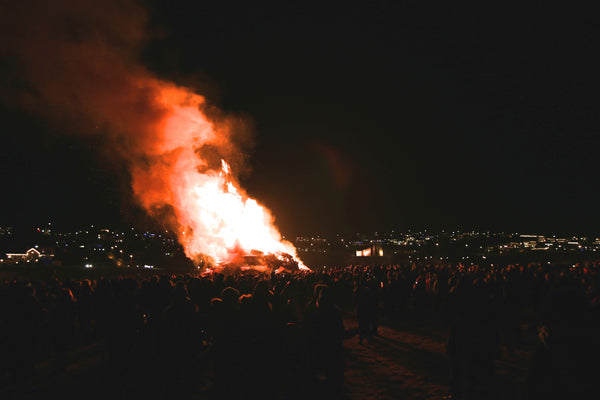 The crowds around the bonfire can get quite large.
