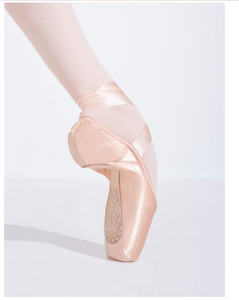 Cambré Pointe Shoe with #4 Shank and Tapered Toe Box 1129