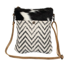 Load image into Gallery viewer, Chevron Cross body